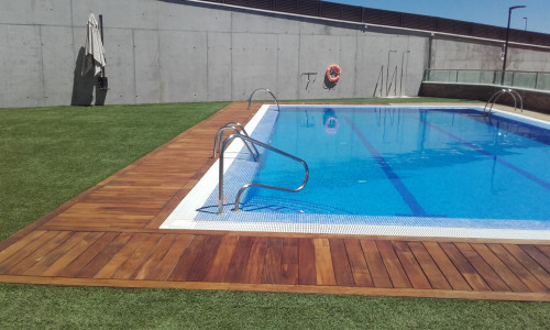 Instalación piscina y mantenimiento anual tarima exterior en Ipé (Tres Cantos)